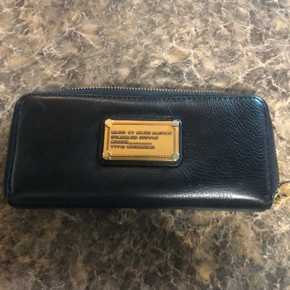 Marc By Marc Jacobs Handbags - Marc by Marc Jacobs Classic Q zip around wallet